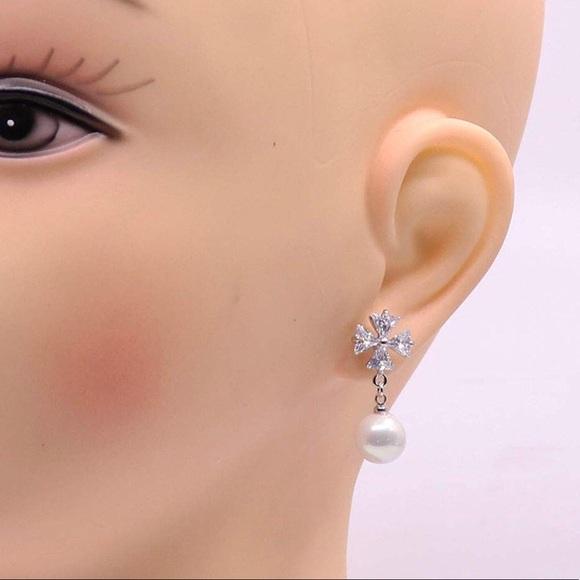 a6c237d19f682 Crystal Pear Diamond Stud Earrings NWT